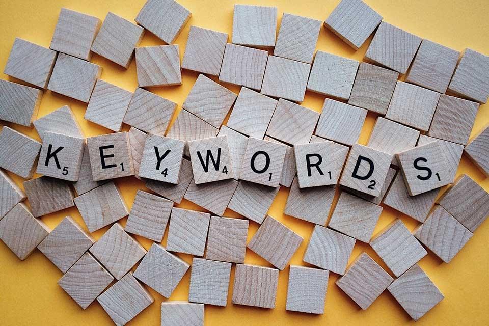 usar keyword palabra clave